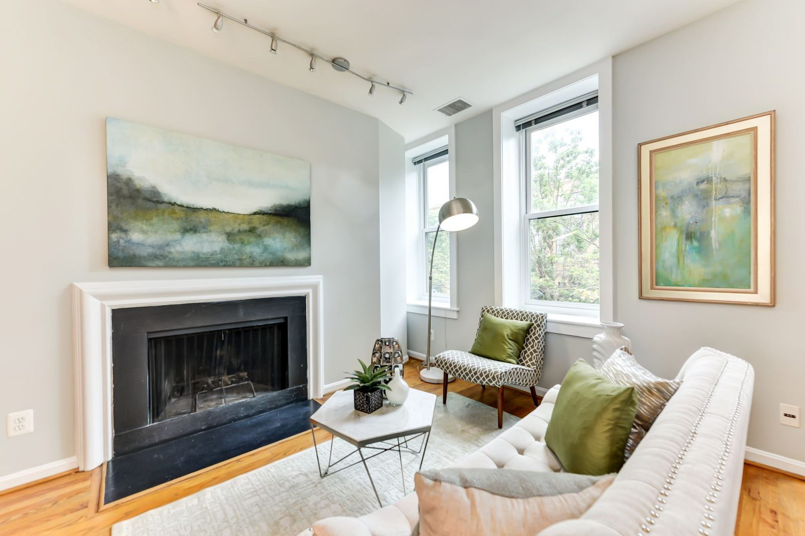 Living Room -- 1317 Rhode Island Ave NW #206