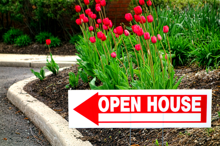 5 Tips for Hosting a Red-Hot Open House This Summer